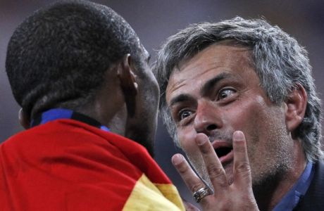 Inter Milan coach Jose Mourinho, right, celebrates with player Samuel Eto'o after winning the Champions League final soccer match between Bayern Munich and Inter Milan at the Santiago Bernabeu stadium in Madrid, Saturday May 22, 2010. (AP Photo/Antonio Calanni)