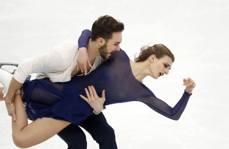 France's Gabriella Papadakis and Guillaume Cizeron perform to win the pairs ice dance free dance event at the European figure skating championships in Moscow, Russia, Saturday, Jan. 20, 2018. (AP Photo/Pavel Golovkin)