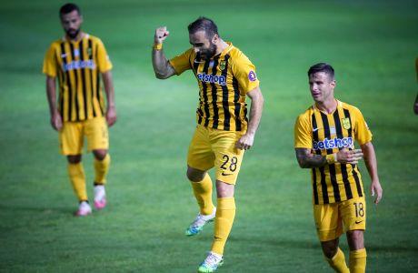 Ο Γιάννης Φετφατζίδης του Άρη πανηγυρίζει γκολ που σημείωσε κόντρα στον ΟΦΗ για τα playoffs της Super League 1 2019-2020 στο 'Θεόδωρος Βαρδινογιάννης'   Σάββατο 11 Ιουλίου 2020