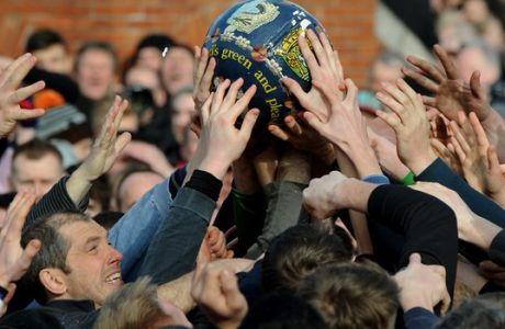 Το Royal Shrovetide Football είναι αγώνας ποδοσφαίρου με κανόνες wrestling