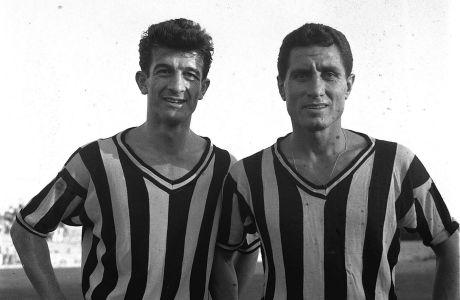 O Λεφτέρ Κιουτσουκαντωνιάδης (δεξιά), αγωνιζόμενος με τη φανέλα της ΑΕΚ