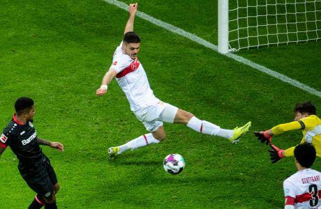 Ο Ντίνος Μαυροπάνος της Στουτγκάρδης σε στιγμιότυπο της αναμέτρησης με τη Λεβερκούζεν για την Bundesliga 2020-2021 στην 'Μπάιαρενα', Λεβερκούζεν | Σάββατο 6 Φεβρουαρίου 2021