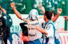 Ο Ντονάτο έχει ανοίξει το σκορ επί της Εσπανιόλ στην τελευταία αγωνιστική της σεζόν 1999/00 και πανηγυρίζει.