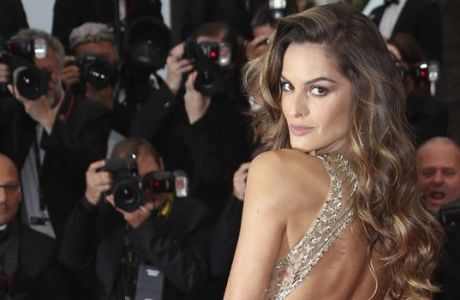 Model Izabel Goulart poses for photographers upon arrival at the premiere of the film 'Burning' at the 71st international film festival, Cannes, southern France, Wednesday, May 16, 2018. (Photo by Joel C Ryan/Invision/AP)