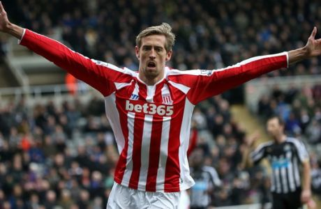 Stoke City's Peter Crouch celebrates his goal during their English Premier League soccer match between Newcastle United and Stoke City at St James' Park, Newcastle, England, Sunday, Feb. 8, 2015. (AP Photo/Scott Heppell)