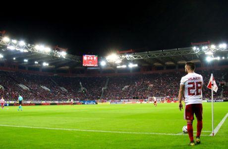 Ο Ματιέ Βαλμπουενά του Ολυμπιακού σε στιγμιότυπο του αγώνα με τον ΠΑΟΚ για τη Super League 1 2019-2020 στο 'Γεώργιος Καραϊσκάκης', Κυριακή 1 Δεκεμβρίου 2019
