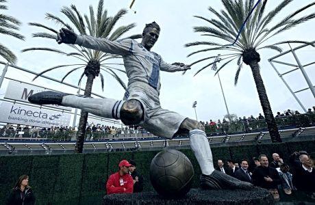 Το άγαλμα του Ντέιβιντ Μπέκαμ στη Legends Plaza, στο Κάρσον της Καλιφόρνια