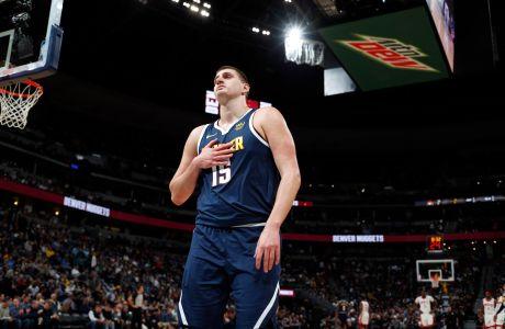 Ο Νίκολα Γιόκιτς των Ντένβερ Νάγκετς σε στιγμιότυπο της αναμέτρησης με τους Χιούστον Ρόκετς για το NBA 2019-2020, Ντένβερ, Τετάρτη 20 Νοεμβρίου 2019