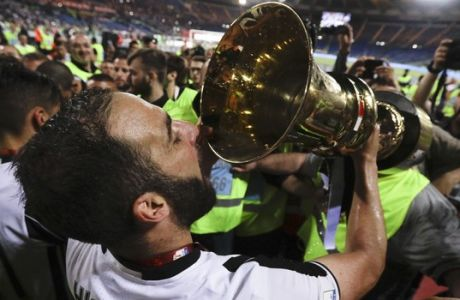 Juventus' Gonzalo Higuain kisses the trophy after winning the Italian Cup soccer final match between Lazio and Juventus, at Rome's Olympic stadium, Wednesday, May 17, 2017. Juventus won 2-0. (AP Photo/Gregorio Borgia)