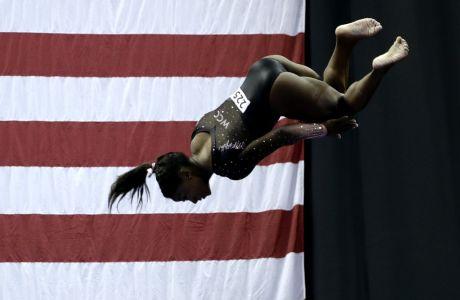 Η Σιμόν Μπάιλς σε προσπάθειά της στο δοκό κατά το Παναμερικανικό Πρωτάθλημα, Κάνσας, Κυριακή 11 Αυγούστου 2019