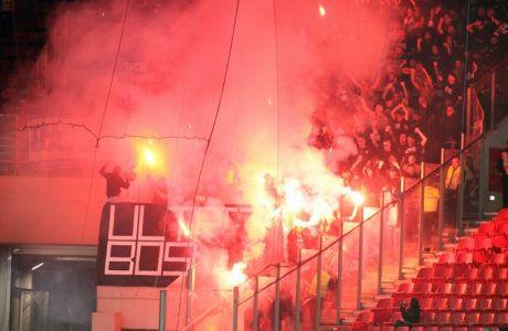 """Αποκλείστηκαν και """"έκαψαν"""" το γήπεδο οι Βόσνιοι"""