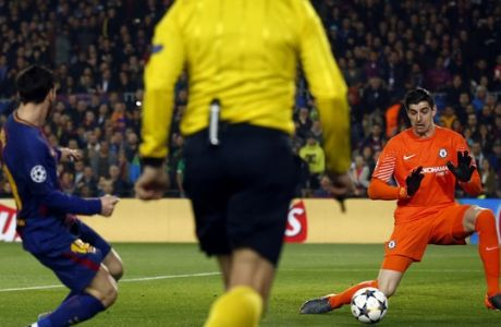 Chelsea goalkeeper Thibaut Courtois, right, fails to stop a shot from Barcelona's Lionel Messi, left, to open the score during the Champions League round of sixteen second leg soccer match between FC Barcelona and Chelsea at the Camp Nou stadium in Barcelona, Spain, Wednesday, March 14, 2018. (AP Photo/Manu Fernandez)