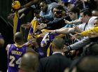 Ο Κόμπε Μπράιαντ σε μια από τις τελευταίες του εμφανίσεις ως μπασκετμπολίστας των Λος Άντζελες Λέικερς.