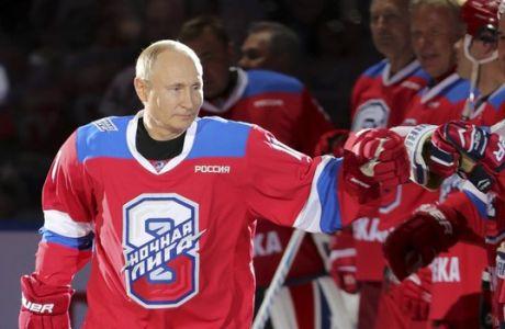 Στα οκτώ γκολ, δώρο μια τούμπα: Το μαγικό παιχνίδι χόκεϊ του Βλάντιμιρ Πούτιν