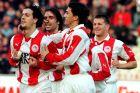 Ο Ζλάτκο Ζάχοβιτς του Ολυμπιακού πανηγυρίζει με τον Ηλία Πουρσανίδη, Γιώργο Αμανατίδη και Σταύρο Τζιωρτζιόπουλο γκολ που σημείωσε κόντρα στην Προοδευτική για την Α' Εθνική 1999-2000 στο Ολυμπιακό Στάδιο | Δευτέρα 7 Φεβρουαρίου 2000
