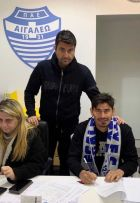 Ο Ισμαέλ Μπλάνκο στην Ελλάδα, υπογράφοντας το συμβόλαιο του με το Αιγάλεω και ξεχειλίζοντας από χαρά.