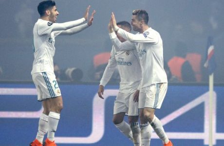 Real Madrid's Cristiano Ronaldo, right, celebrates after scoring the opening goal of his team during the round of 16, 2nd leg Champions League soccer match between Paris Saint-Germain and Real Madrid at the Parc des Princes Stadium in Paris, Tuesday, March 6, 2018. (AP Photo/Francois Mori)