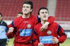 Ο Βάντσε Σίκοφ και ο Βασίλης Τοροσίδης της Ξάνθης πανηγυρίζουν γκολ σε αναμέτρηση με τον Ολυμπιακό για την Α' Εθνική 2004-2005 στο 'Γεώργιος Καραϊσκάκης'   Σάββατο 12 Φεβρουαρίου 2005