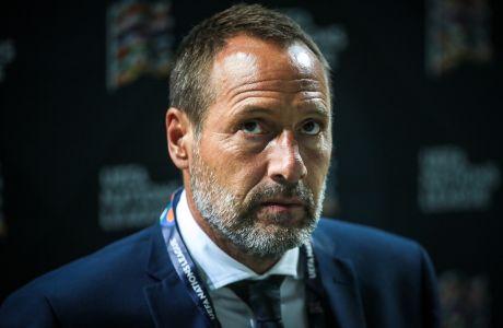 Ο προπονητής της Εθνικής Ελλάδας, Τζον φαν'τ Σχιπ σε στιγμιότυπο της αναμέτρησης με τη Σλοβενία για το Nations League 2020-2021 στη 'Στόζιτσε Αρένα' της Λιουμπλιάνας | Πέμπτη 3 Σεπτεμβρίου 2020