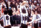Ο Ντανιέλ Πασαρέλα σηκώνει το Παγκόσμιο Κύπελλο του 1978. Αριστερά του ο Αμέρικο Γκαγιέγκο (6) και δεξιά ο Οσβάλντο Αρντίλες. Στο βάθος ο δικτάτορας Βιντέλα