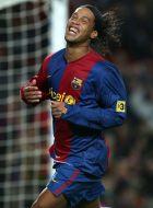B16. BARCELONA (ESPAÑA), 25/02/07.- El delantero brasileño del Fútbol Club Barcelona, Ronaldinho, se lamenta tras fallar una anotación, durante el encuentro que el equipo blaugrana disputó hoy, domingo 25 de febrero de 2007, frente al Athletic de Bilbao en el estadio del Nou Camp. EFE/ Andreu Dalmau.