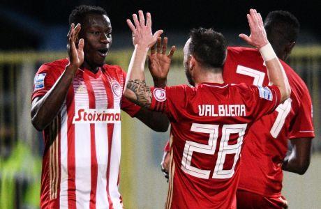 Καμαρά και Βαλμπουενά πανηγυρίζουν το δεύτερο γκολ του Ολυμπιακού στο 4-0 επί του Αστέρα Τρίπολης στο 'Θεόδωρος Κολοκοτρώνης', για την 15η αγ. της Super League Interwetten | 06/01/2021 (ΦΩΤΟΓΡΑΦΙΑ: ΑΝΤΩΝΗΣ ΝΙΚΟΛΟΠΟΥΛΟΣ / EUROKINISSI)