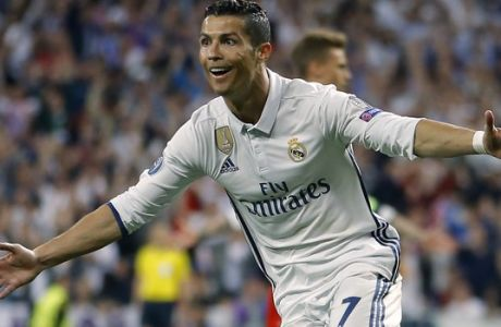 Real Madrid's Cristiano Ronaldo celebrates scoring during the Champions League quarterfinal second leg soccer match between Real Madrid and Bayern Munich at Santiago Bernabeu stadium in Madrid, Spain, Tuesday April 18, 2017. (AP Photo/Francisco Seco)