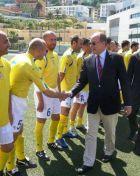 Ο Πρίγκηπας Αλβέρτος του Μονακό χαιρετά τους παίκτες του Βατικανού.
