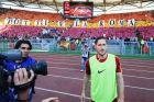 Foto IPP/Cavaliere Emiliano  Roma 28/05/2017  Calcio Campionato Serie A 2016-2017.  Roma - Genoa   Nella foto: Francesco Totti saluta i suoi tifosi sotto la scritta totti è la roma  Italy Photo Press - World Copyright