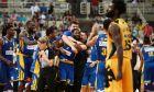 Οι παίκτες του Περιστερίου πανηγυρίζουν τη μεγάλη νίκη επί της ΑΕΚ