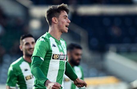 Ο Γιώργος Βαγιαννίδης πανηγυρίζει το πρώτο γκολ του με τα πράσινα του Παναθηναϊκού