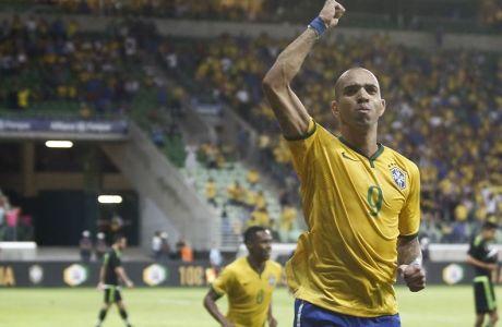 Η Βραζιλία νίκησε το Μεξικό, ματσάρα στο Παρίσι, ισόπαλη με την Ιρλανδία η Αγγλία