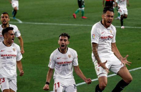Ο Λούκας Οκάμπος της Σεβίλλης πανηγυρίζει γκολ που σημείωσε κόντρα στην Μπέτις για την Primera Division 2019-2020 στο 'Ραμόν Σάντσεθ Πιθχουάν', Σεβίλλη | Πέμπτη 11 Ιουλίου 2020
