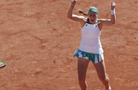 Latvia's Jelena Ostapenko celebrates winning the women's final match of the French Open tennis tournament against Romania's Simona Halep in three sets 4-6, 6-4, 6-3, at the Roland Garros stadium, in Paris, France, Saturday, June 10, 2017. (AP Photo/Christophe Ena)