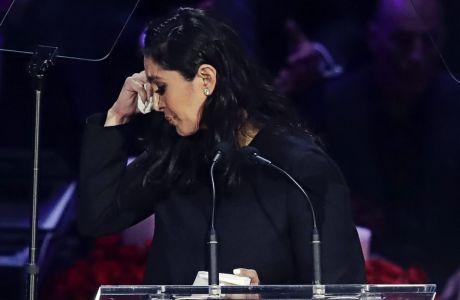 Η Βανέσα Μπράιαντ κατά την πρόσφατη εκδήλωση στη μνήμη του συζύγου της Κόμπε και της κόρης της Τζίτζι στο 'Staples Center'