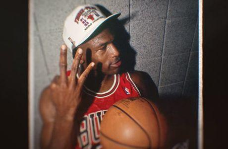 Ο Μάικλ Τζόρνταν με το 3ο πρωτάθλημα των Σικάγο Μπουλς, ύστερα από μια τρομακτικά δύσκολη σειρά τελικών κόντρα στους Φίνιξ Σανς