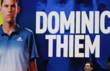 O Nτομινίκ Τιμ, μετά τη νίκη του επί του Ράφα Ναδάλ, στο παιχνίδι της Τρίτης 17/11, στο Nitto ATP Finals.