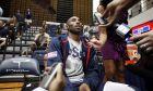 Ο Κόμπε Μπράιαντ μιλάει στους δημοσιογράφους πριν από προπόνηση της Team USA ενόψει Ολυμπιακών Αγώνων 2012, Ουάσινγκτον, Κυριακή 15 Ιουλίου 2012