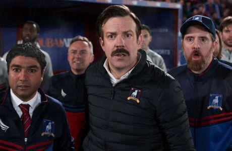 Ο Τζέισον Σουντέκις είναι ο Τεντ Λάσο, ο προπονητής που δεν σκαμπάζει από ποδόσφαιρο αλλά πάει στην Premier League