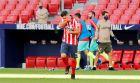 Ο Λουίς Σουάρες πανηγυρίζει το πρώτο του γκολ με τη φανέλα της Ατλέτικο στο ντεμπούτο του με αντίπαλο τη Γρανάδα (27/9/2020).
