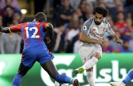 Liverpool's Mohamed Salah, center, duels for the ball with Crystal Palace's Mamadou Sakho, left, and Patrick van Aanholt during the English Premier League soccer match between Crystal Palace and Liverpool at Selhurst Park stadium in London, Monday, Aug. 20, 2018. (AP Photo/Kirsty Wigglesworth)