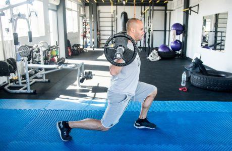 3 ασκήσεις με μπάρα για να γυμνάσεις όλο το σώμα