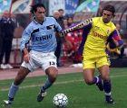Lazio's Alessandro Nesta, left, and Fiorentina's Gabriel Batistuta of Argentina fight for the ball during their Italian first league soccer match in Rome Sunday, Dec. 12, 1999. (AP Photo/Plinio Lepri)