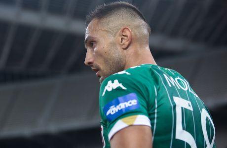 O Γιόαν Μολό αγωνίστηκε σε ρόλο δεξιού μπακ στη νικηφόρα αναμέτρηση (1-0) του Παναθηναϊκού με τον Απόλλωνα Σμύρνης στο ΟΑΚΑ, σε εξ αναβολής παιχνίδι της Super League Interwetten 2020-2021.  (ΦΩΤΟΓΡΑΦΙΑ: ΜΑΡΚΟΣ ΧΟΥΖΟΥΡΗΣ / EUROKINISSI)