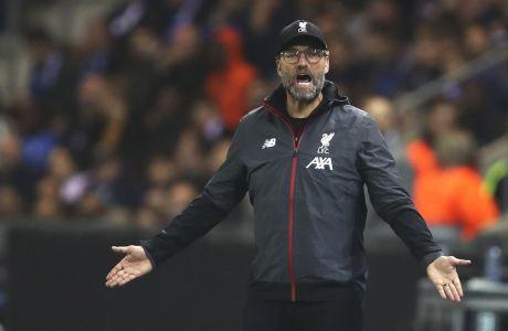Ο Γιούργκεν Κλοπ δίνει οδηγίες στους παίκτες της Λίβερπουλ, στην εκτός έδρας αναμέτρηση με την Γκενκ (1-4) για την 3η αγ. του Group E στο Champions League (23/10/2019) - AP Photo/Francisco Seco