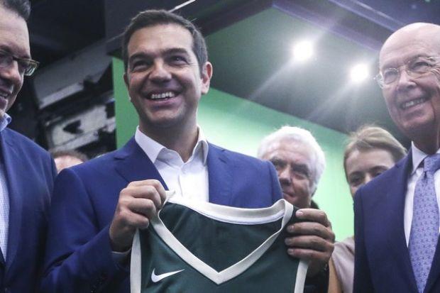 Τον έντυσαν στα πράσινα (των Μπακς) τον Πρωθυπουργό - Contra.gr ... 6519b91f8be