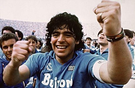 Ο Ντιέγκο Μαραντόνα πρωταθλητής με τη φανέλα της Νάπολι, τον Μάιο του 1987