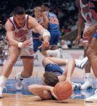 Στα πλέι-οφ του 1992. Βουτιά του Ντράζεν για να αρπάξει την μπάλα από τα χέρια του Ντάνι Φέρι, που έπαιζε στους Καβαλίερς