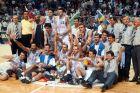 KOSARKA - YU kosarkasi, sa peharom prvaka Evrope. Atina, jun - jul 1995.                                   snimio:N.Parausic
