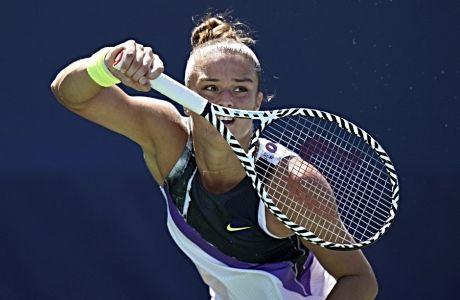 Η Μαρία Σάκκαρη σε μια επιστροφή της σε ματς απέναντι στην Πενγκ Σουάι, τον Αύγουστο του 2019, για το US Open